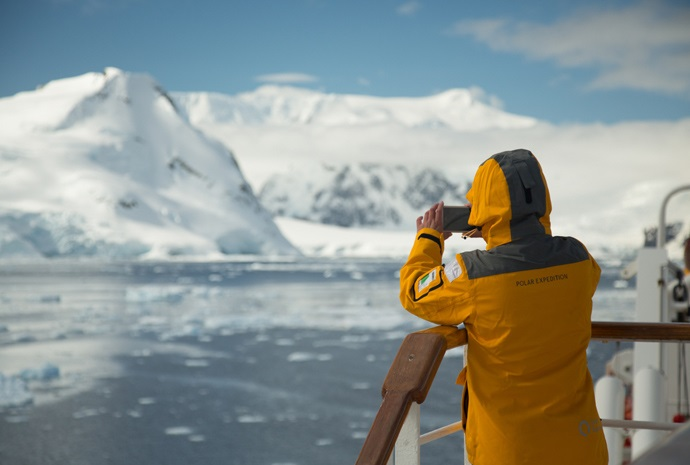 Crossing the Antarctic Circle Photography Special 14 Days