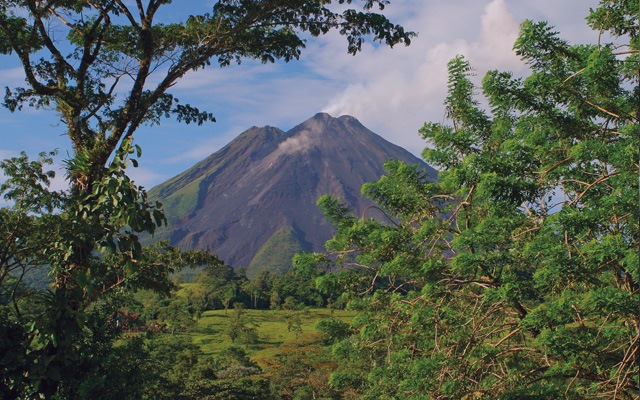 SPECTACULAR WETLANDS  AND MAJESTIC VOLCANIC LANDSCAPES