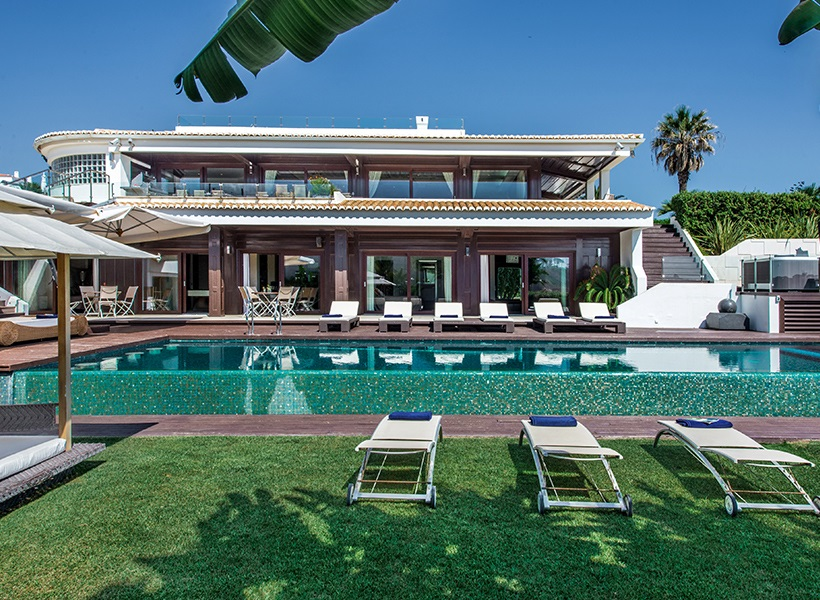Central Algarve villa